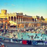 Budapester Badevergnügen bei Nacht
